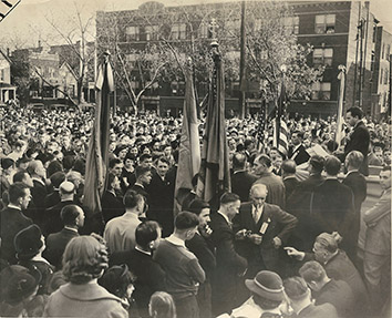 1938, October 17. AA. Chicago, Illinois. 5,000 Ukrainian Chicagoans protest against treatment of their nationality by Poland (Front)