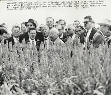 1959, September 23. GA. Coon Rapids, Iowa. Soviet Premier Khrushchev gets his first look at some Iowa grain near the Roswald Garst. UPI Telephoto (Front)
