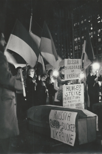 1971, October 30. FA. Chicago, Illinois. Ukrainian Student Organization's all night vigil in the Civic Center Plasa, protesting from the Soviet-dominated campaign against Ukrainian writers, scholars, clergymen and workers. Chicago Sun-Times (Front)