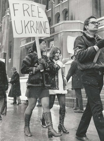 1972, February 6. AA. Detroit, Michigan. Natalia Konopada and Linda Jurkiv, American teens of Ukrainian decent protest the Soviet Union's arrest of Ukrainian artists and intellectuals.in front of the Masonic Auditorium. Detroit News Photo by Henry F. Wittenberg (Front)