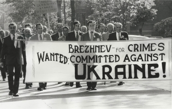 1973, October 21. DA. Chicago, Illinois. American Ukrainian's demonstration marking the 40th anniversary of the Soviet Russia made famine and continuous oppression of Ukrainian people. Photo by Mayo (Front)