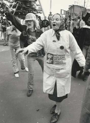 1982, October 29. BA. Detroit, Michigan. Reva Gruich, 82, a native of Ukraine living the U.S. for 60 years, is among the demonstrators supporting nuclear weapons freeze. Free Press Photo by David C. Turnley (Front)