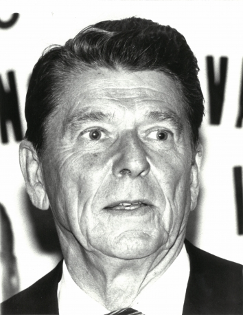 1980, June 19. AA. New York, New York. Republican presidential aspirant Ronald Reagan at a reception sponsored by the Ukrainian National Association in New York. UPI Photo by Mark Vodofsky (Front)