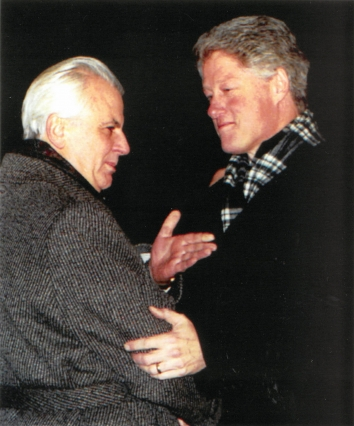1994, January 12. AA. Kyiv, Ukraine. Ukrainian President Leonid Kravchuk, left, extends his hand in greeting to U.S. President Bill Clinton upon his arrival at Kyiv Airport. AP Photo by Efrem Lukatsky (Front)