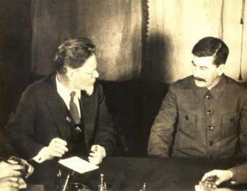 1933, October 20. AA. Moscow, Soviet Russia. JOSEPH STALIN WITH KALININ. RUSSIA WILL REVEAL NEGOTIATIONS FOR RECOGNITION. International News Photo (Front)