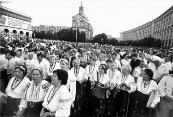 1991, July 16. BA. Kyiv, Ukraine. Women dressed in the national attire celebrating the first anniversary of the Declaration of State Sovereignty of Ukraine in the Square of the October Revolution (now Independence Square).