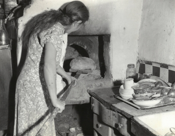 1939, November 10, 1939. BA. Soviet Ukraine. OVEN IN EVERY HOUSE. One tie with the old life in Ukraine is the oven built into every house. Each family bakes its own bread. ACME Photo (Front)