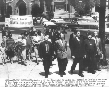 1956, June 5. AA. New Haven, Connecticut. Members of the Ukrainian Orthodox and Ukrainian Catholic churches of New Haven carry anti-Communist slogans to protest the visit of 8 Soviet church leaders to Yale University here. United Press (Front)