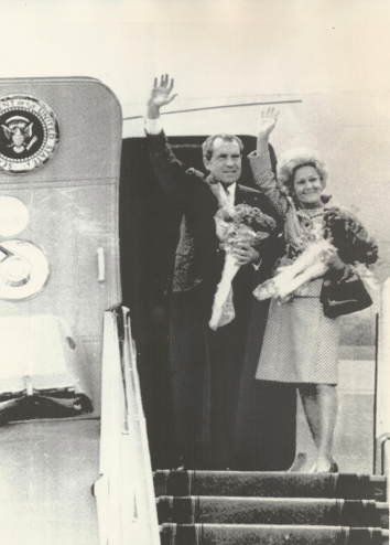 1972, May 30. HA. Kyiv, Soviet Ukraine. President and Mrs. Nixon waved Tuesday before entering the presidential jet at Kyiv for a trip Iran. UPI Photo (Front)