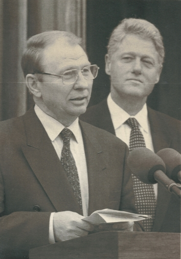 1995, May 11. AA. Kyiv, Ukraine. Ukrainian President Leonid Kuchma gives his address as U.S. President Bill Clinton listens after Clinton's arrival at Kyiv's Mariyinskyy palace Thursday, May 11, 1995. AP Photo (Back)